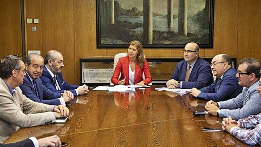 San Damián promete financiación de la Junta a la Escuela de Industrias Lácteas EILZA